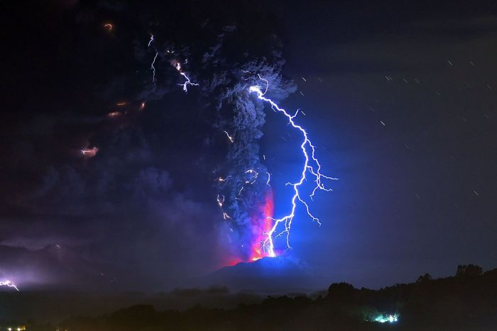 http---mashable.com-wp-content-uploads-2015-04-Cabulco-Chile-Volcano-Lightning-01